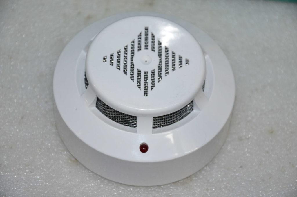 Дымовой извещатель на батарейках