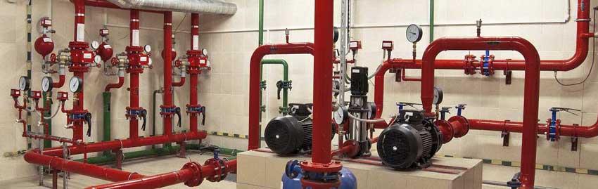 Пожарный водопровод с насосными установками устанавливаются во многих зданиях