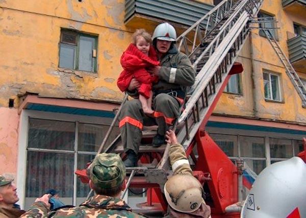 Что делать при пожаре детям