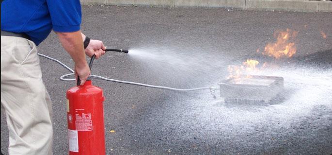 Как правильно тушить огнетушителем