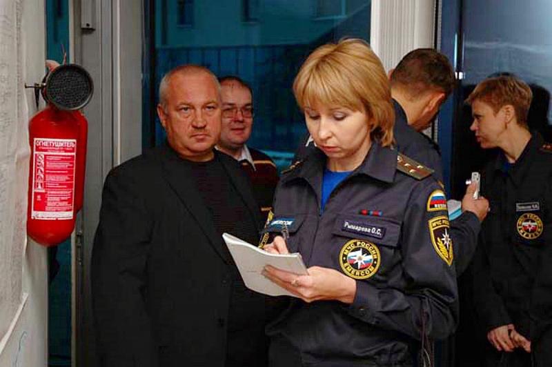Ответственное за ПБ лицо должно сотрудничать с представителями Госпожнадзора