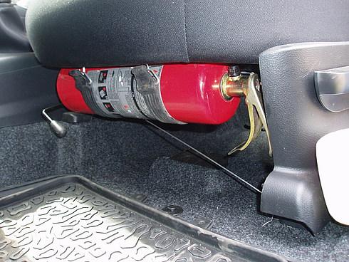 Огнетушитель в салоне авто