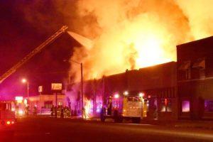 Тушение пожара в торгово-офисном центре