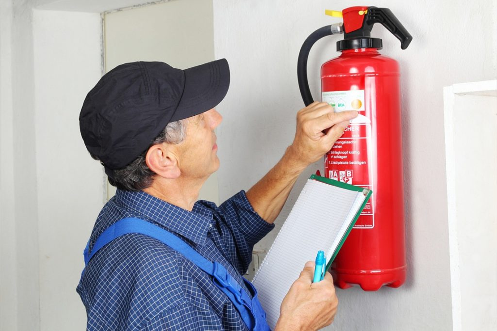 За эксплуатацию систем и средств пожаротушения пусть отвечает арендатор