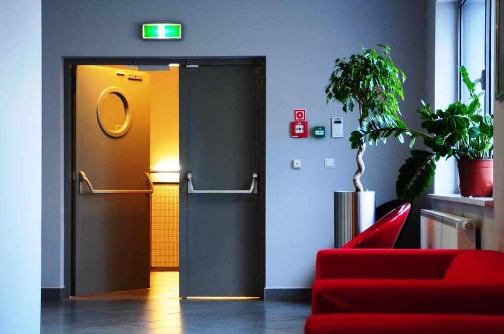 Противопожарная дверь в офисе