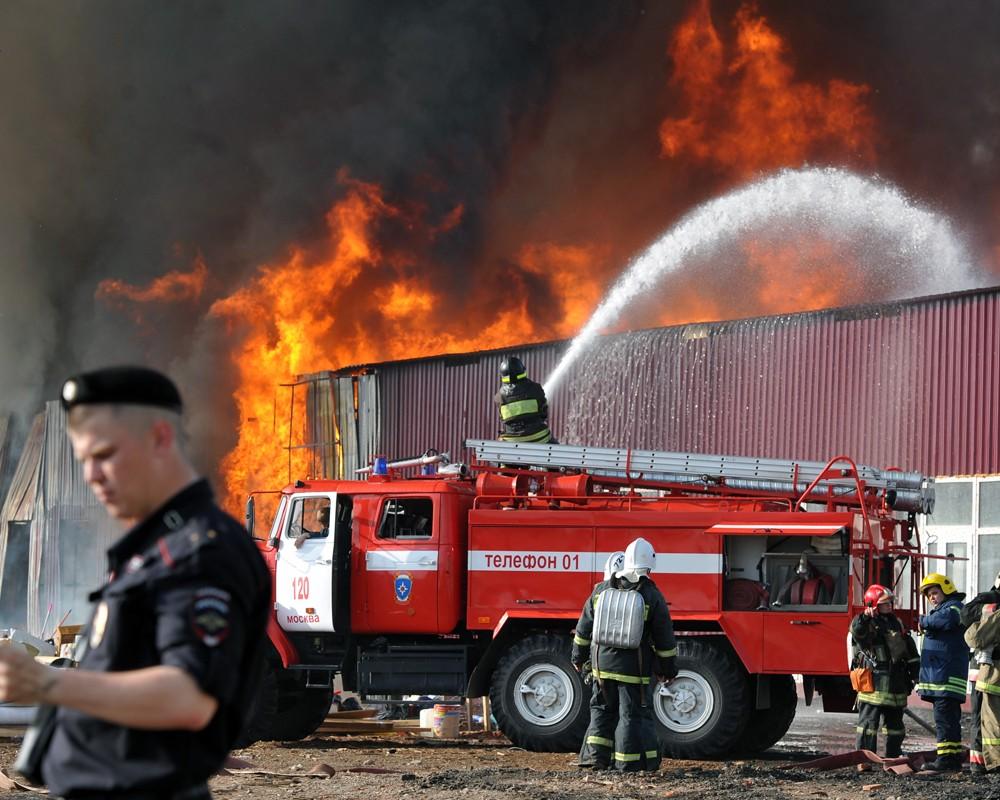 Тушение огня пожарными расчетами