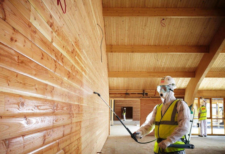 Обработка деревянных стен дома