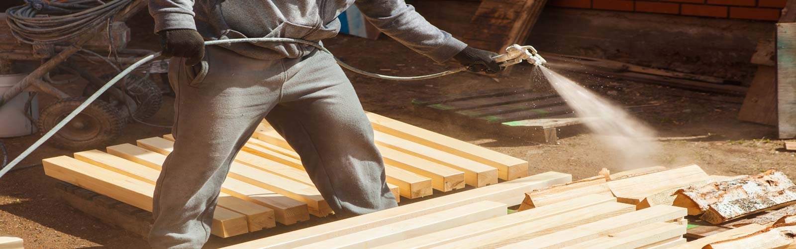 Покрытие огнезащитными составами деревянных деталей перед использованием