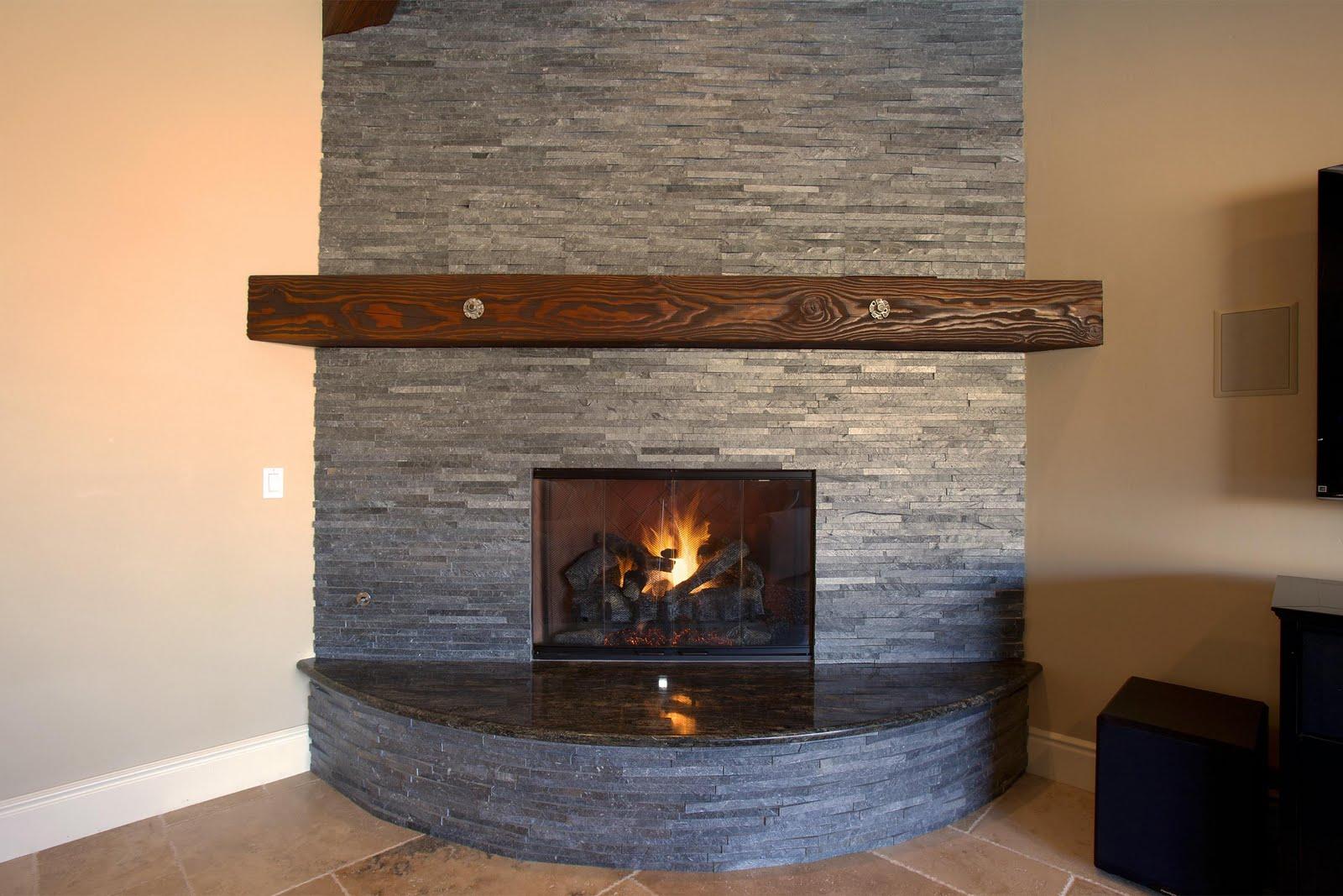 Фото камина, облицованного шамотной плиткой
