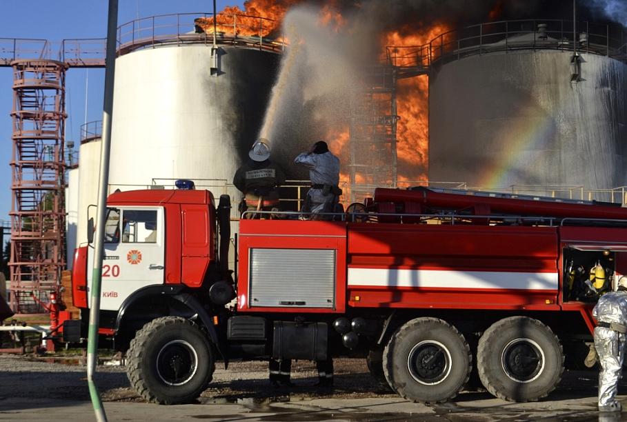Автоцистерна на пожаре