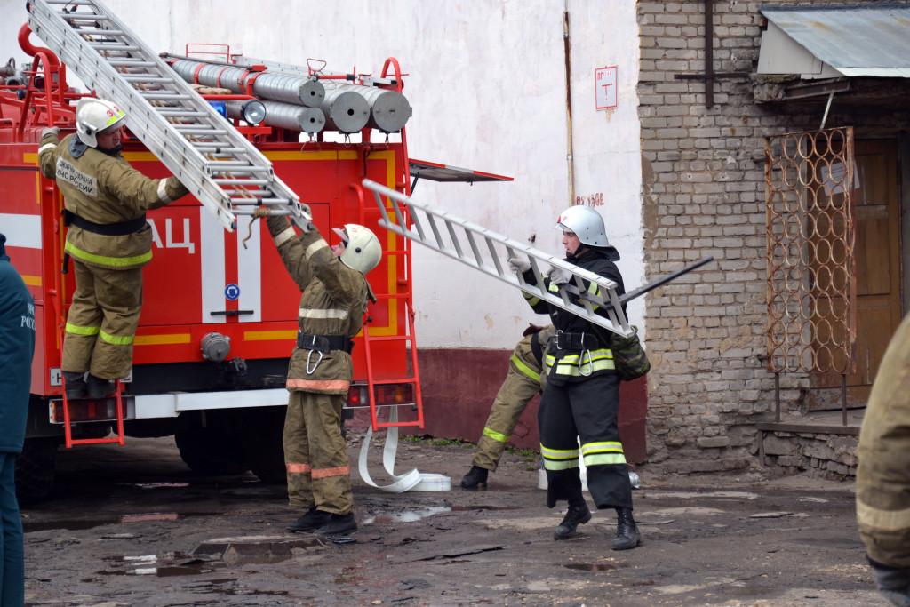 Лестница пожарная трехколенная