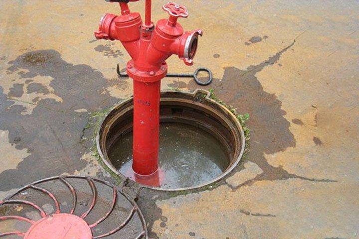 Затопленный колодец – гидрант подтекает