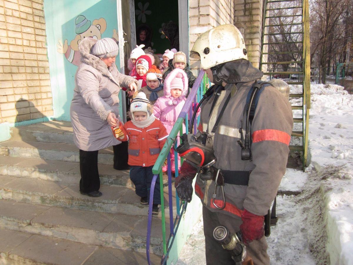 Проведение тренировки пожарных в детских учреждениях