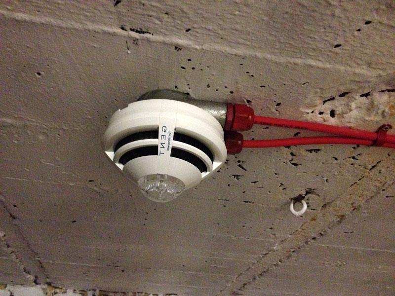 Датчик с подключенным кабелем