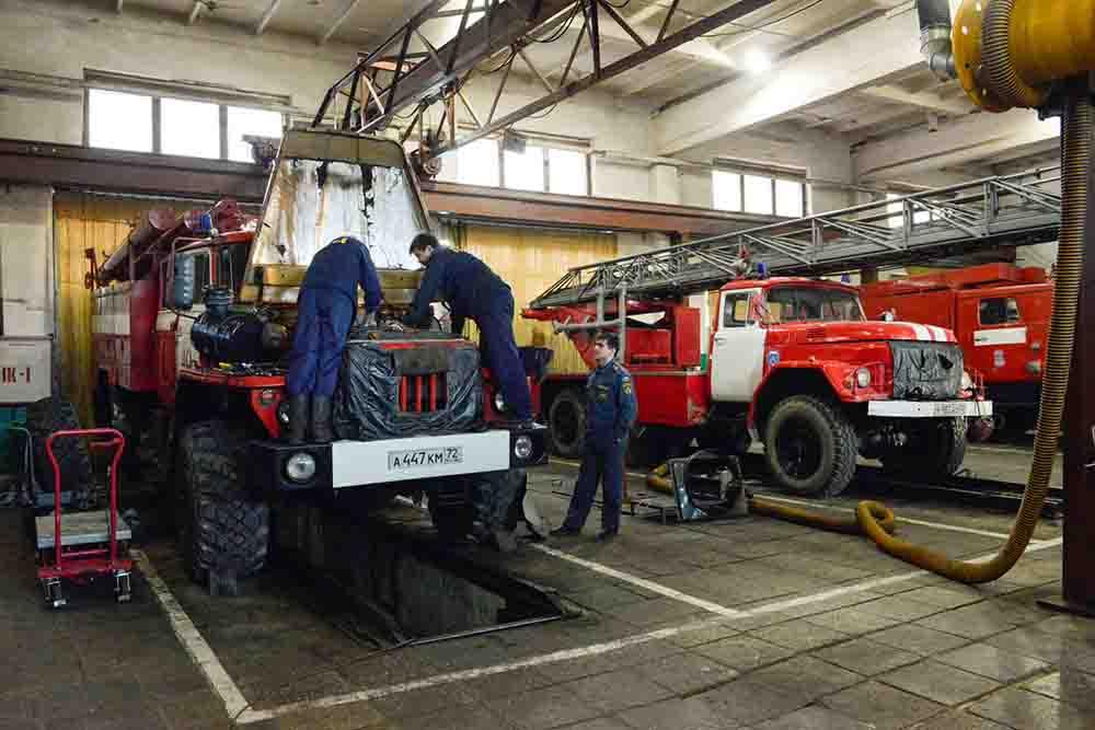 Технический осмотр пожарной машины силами дежурного экипажа