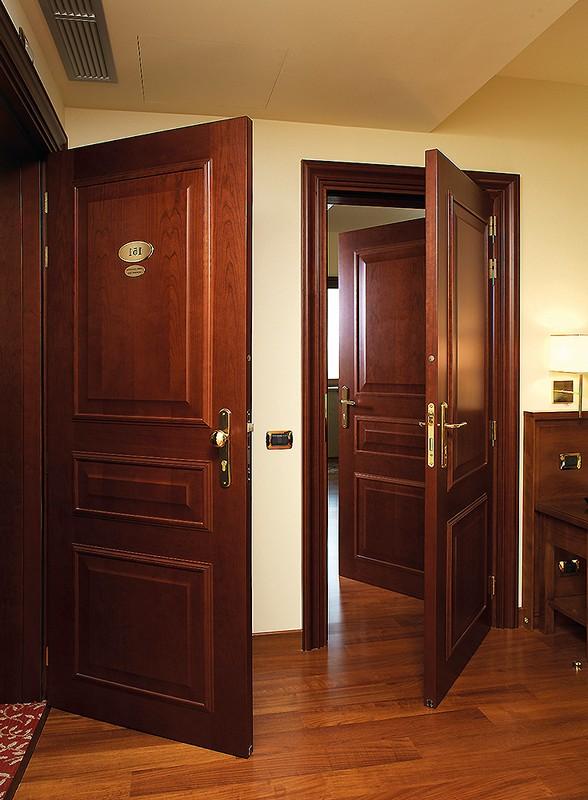 Двери при открытии не должны мешать друг другу