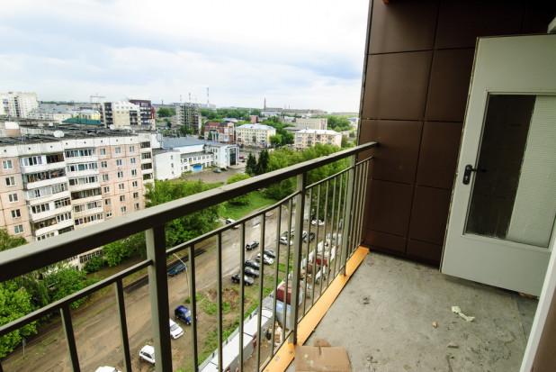 Выход на открытый балкон с лестничной клетки