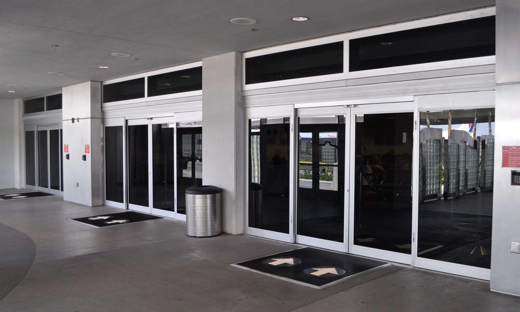 Раздвижные двери общественных зданий
