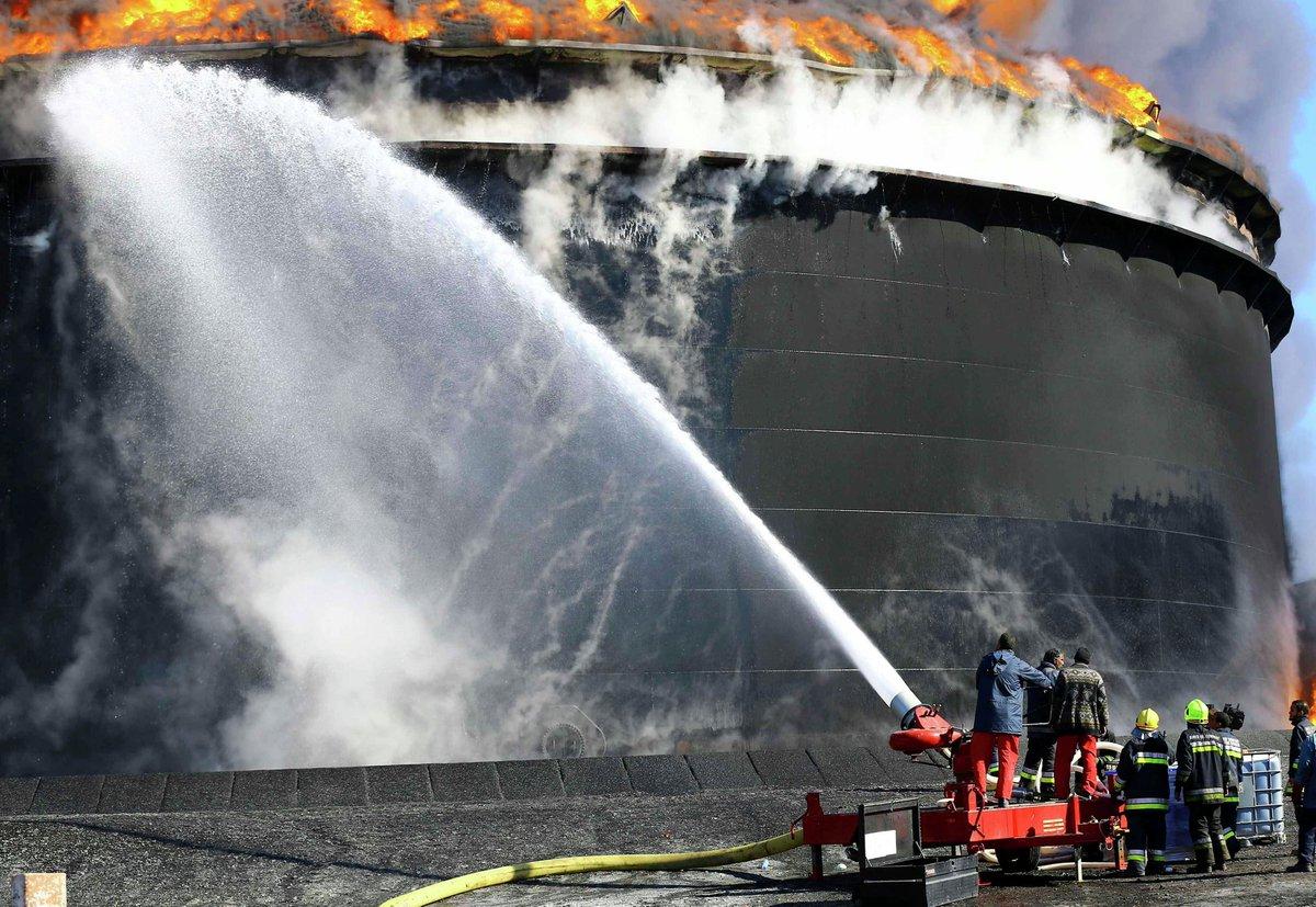 Тушить водой нефтепродукты нельзя