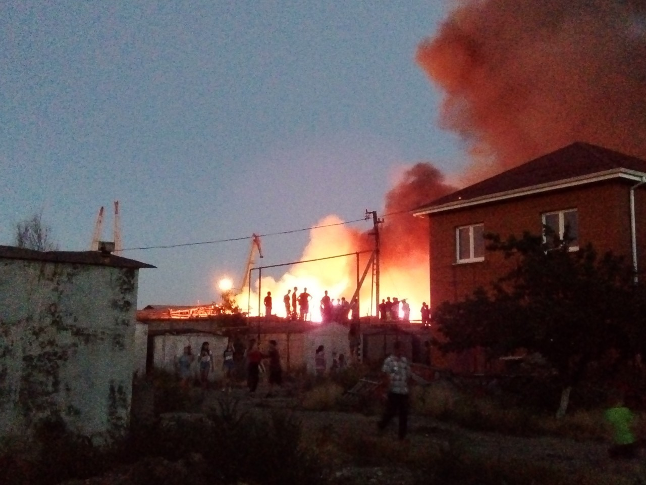 Один из факторов сложности пожара является площадь горения