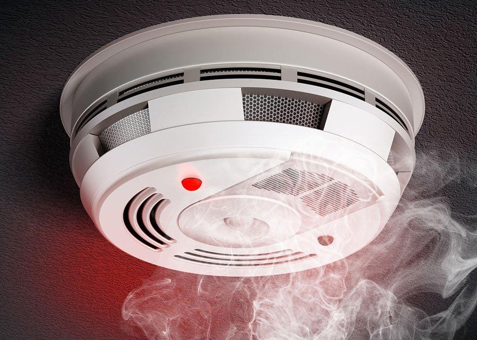 Дымовой датчик противопожарной безопасности дома