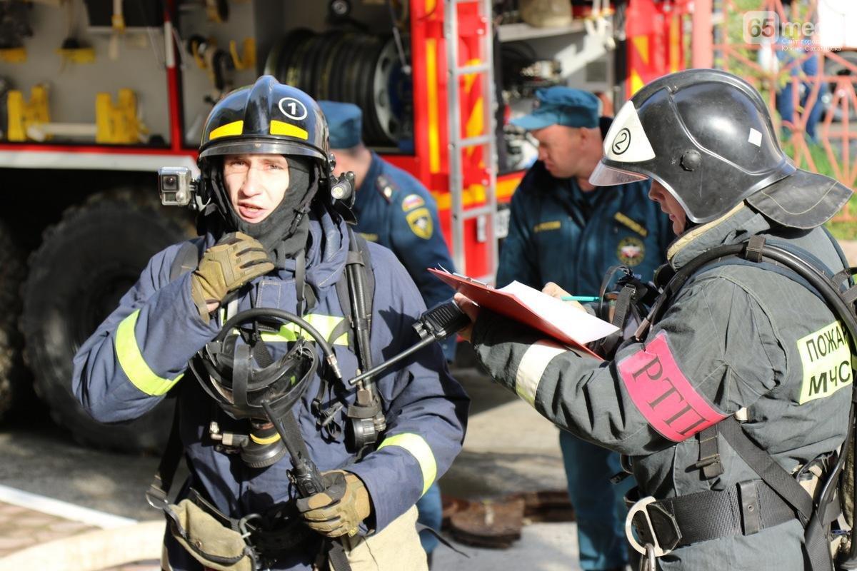 Члены пожарного подразделения