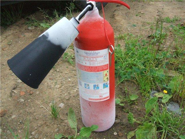 Так выглядит неисправный углекислотный огнетушитель