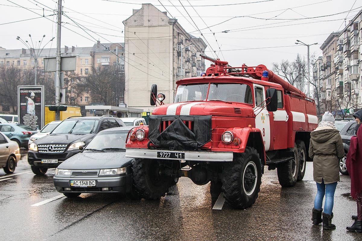 пожарная машина в пробке