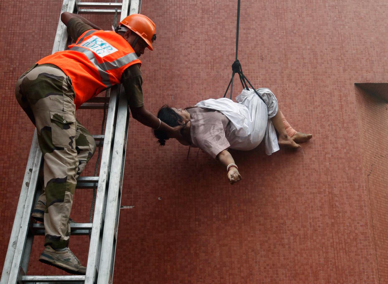 Эвакуация при пожаре с помощью веревки
