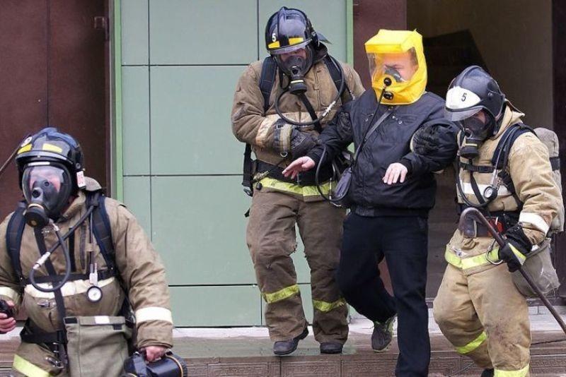Спасатели на пожаре